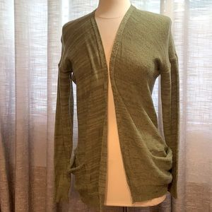 3/$25 Green cardigan with large pockets